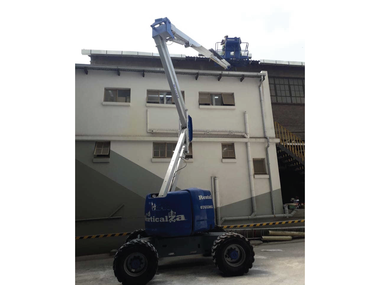 Cherry-picker-Genie-Z45-25