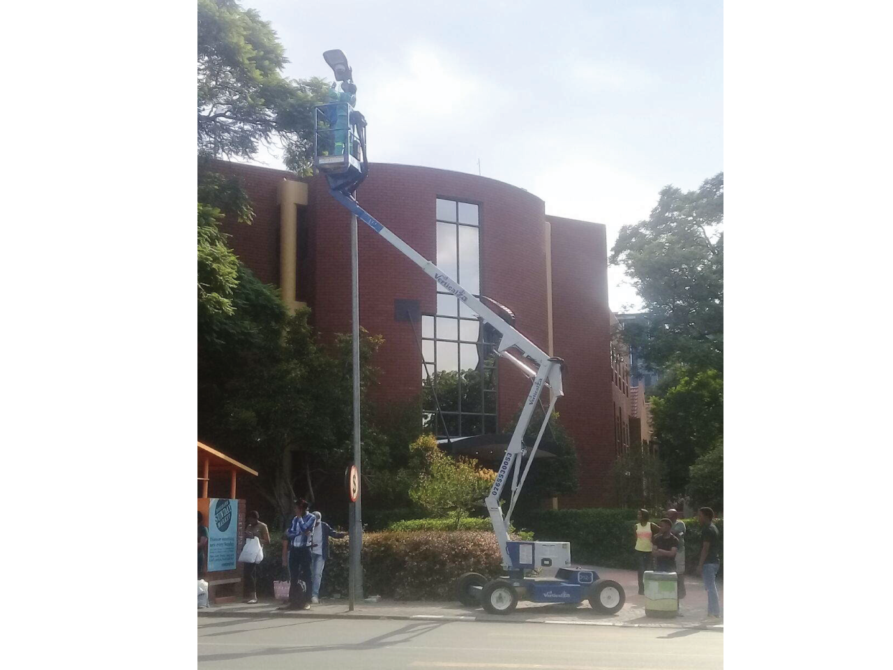 Nifty-HR-12-Electrical-Cherry-picker-Hire